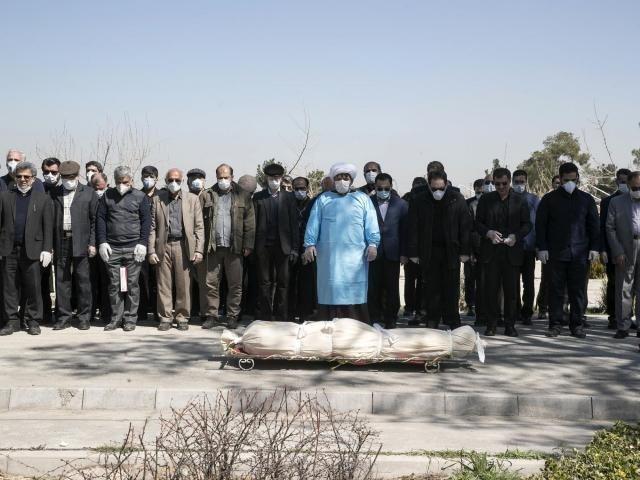'Khi ac mong nay ket thuc, toi se lam cho bo mot le tang dang hoang' hinh anh 2 Iran_funeral.jpg