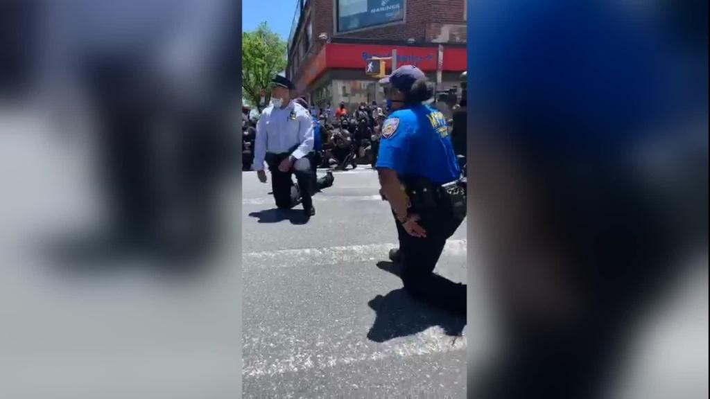Canh sat New York quy goi cung nguoi bieu tinh hinh anh 1 NYPD.jpg