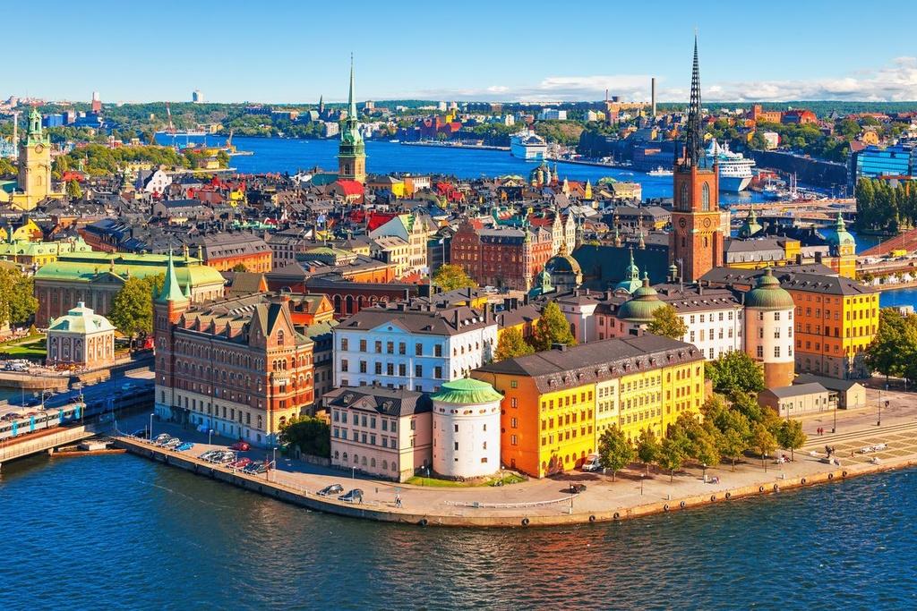 Thụy Điển: Người dân Thụy Điển luôn hạn chế sử dụng các thực phẩm nhiều đường nhưng việc tiêu thụ chocolate có hàm lượng calo cao vẫn không bị ảnh hưởng ở đất nước này. Ngành công nghiệp chocolate tồn tại và phát triển mạnh, mỗi người dân ăn trung bình 6,4 kg/năm. Nhiều nhà máy tại đây sản xuất theo kích cỡ gói khác nhau, cho phép khách hàng lựa chọn theo mong muốn và mục tiêu sức khỏe. Ảnh: Vox.