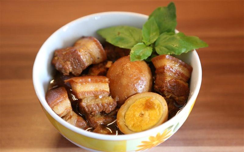 Cac mon an co the bao quan lau trong mua dich hinh anh 4 Thit_kho_tau_Recipe_Vietnamese_Braised_Pork_Belly_with_Eggs.jpg
