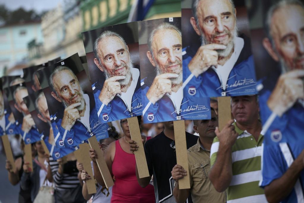 doan xe cho tro cot Fidel Castro anh 12