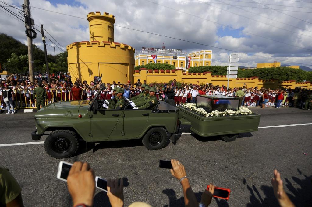 doan xe cho tro cot Fidel Castro anh 16