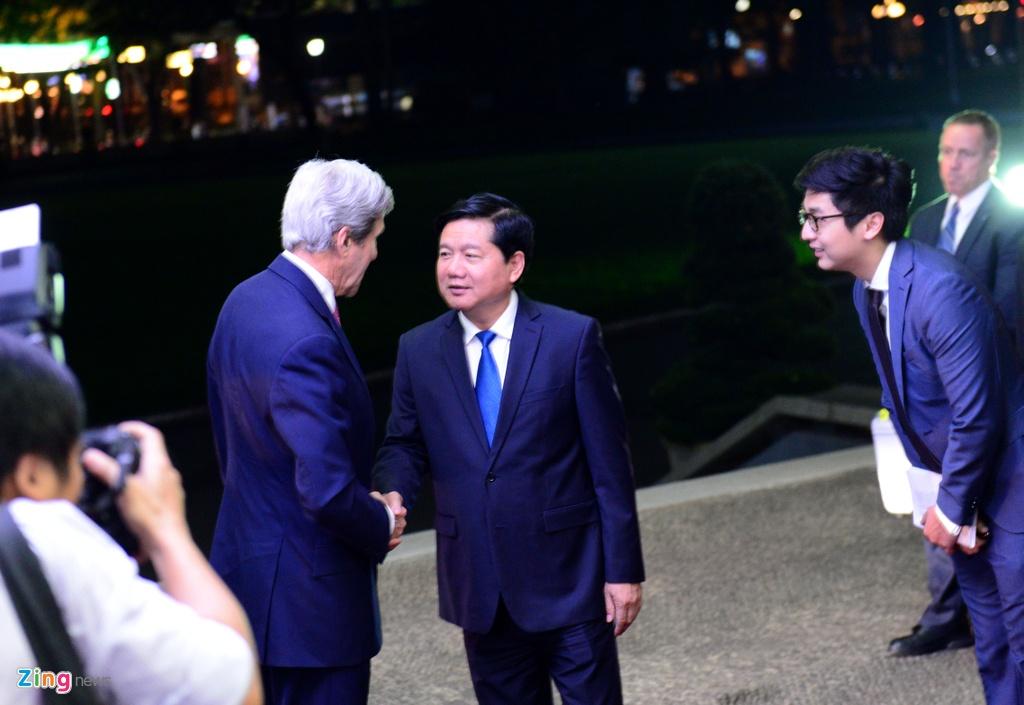 Buoi chieu tat bat cua Ngoai truong John Kerry o TP.HCM hinh anh 10