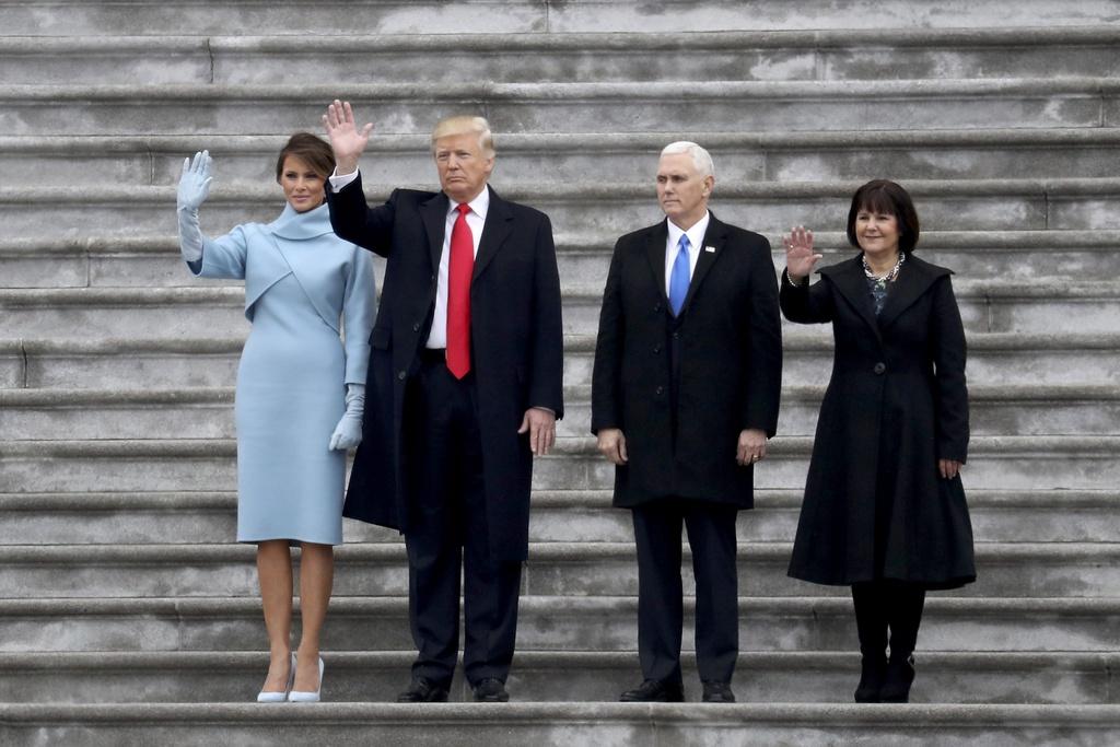 Toan van phat bieu nham chuc day cam xuc cua Donald Trump hinh anh 5