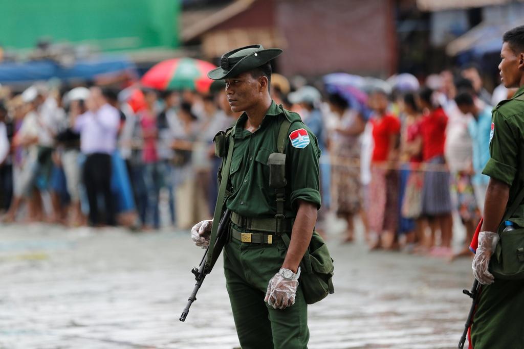 Hien truong cuu ho nan nhan may bay roi o Myanmar hinh anh 9