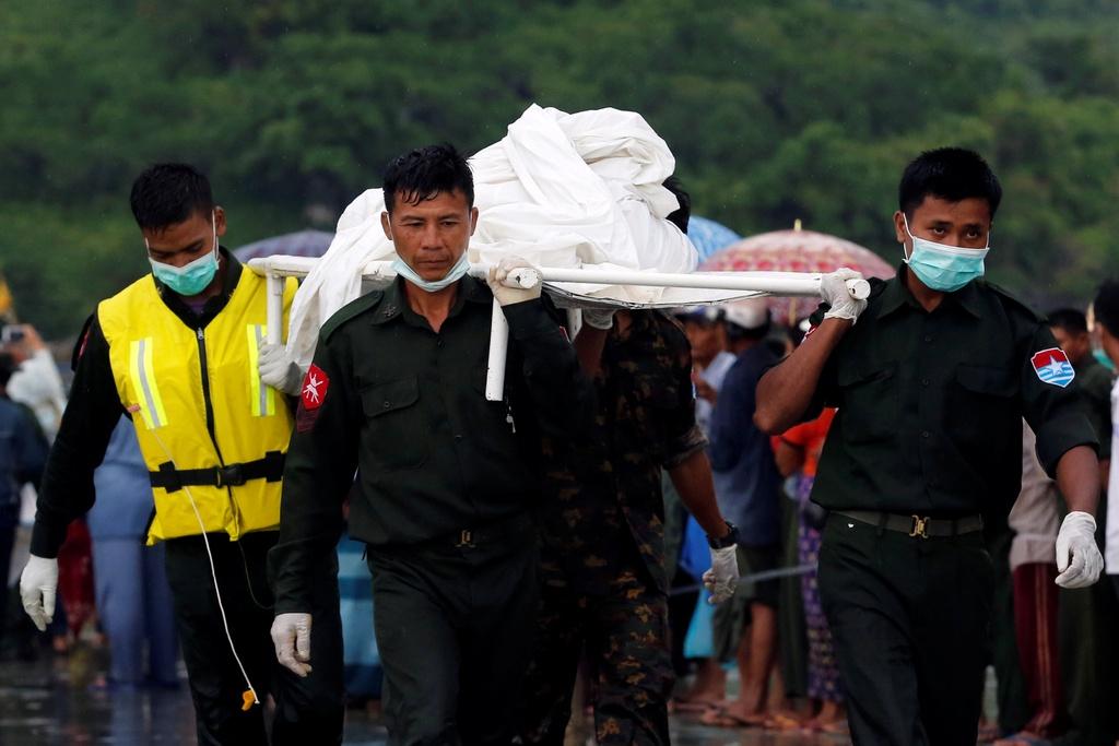 Hien truong cuu ho nan nhan may bay roi o Myanmar hinh anh 1
