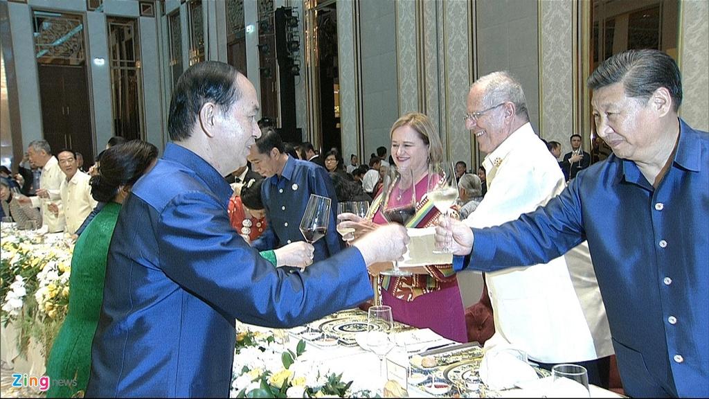 Chu tich nuoc Tran Dai Quang chu tri tiec chieu dai lanh dao APEC hinh anh 21