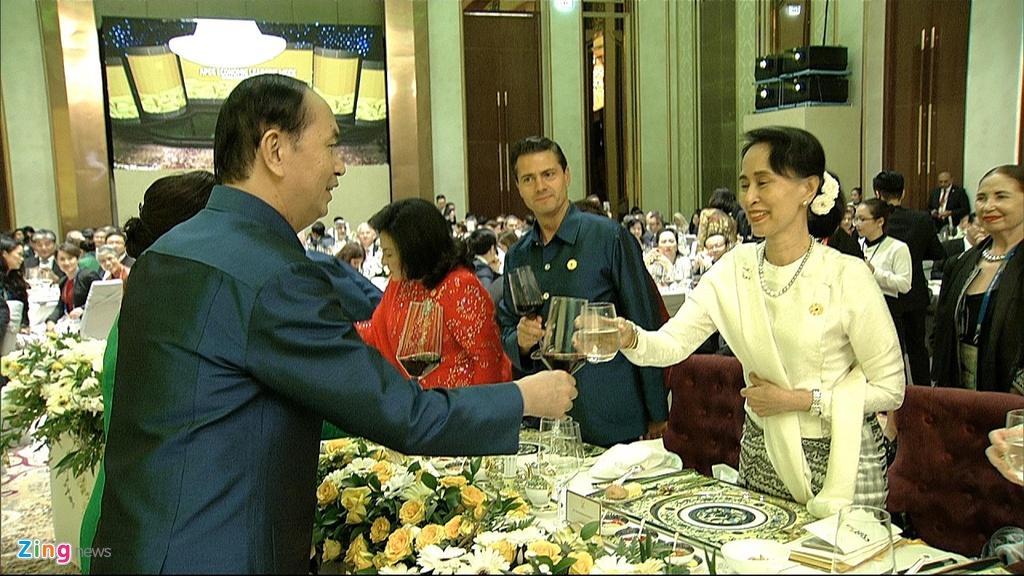 Chu tich nuoc Tran Dai Quang chu tri tiec chieu dai lanh dao APEC hinh anh 22