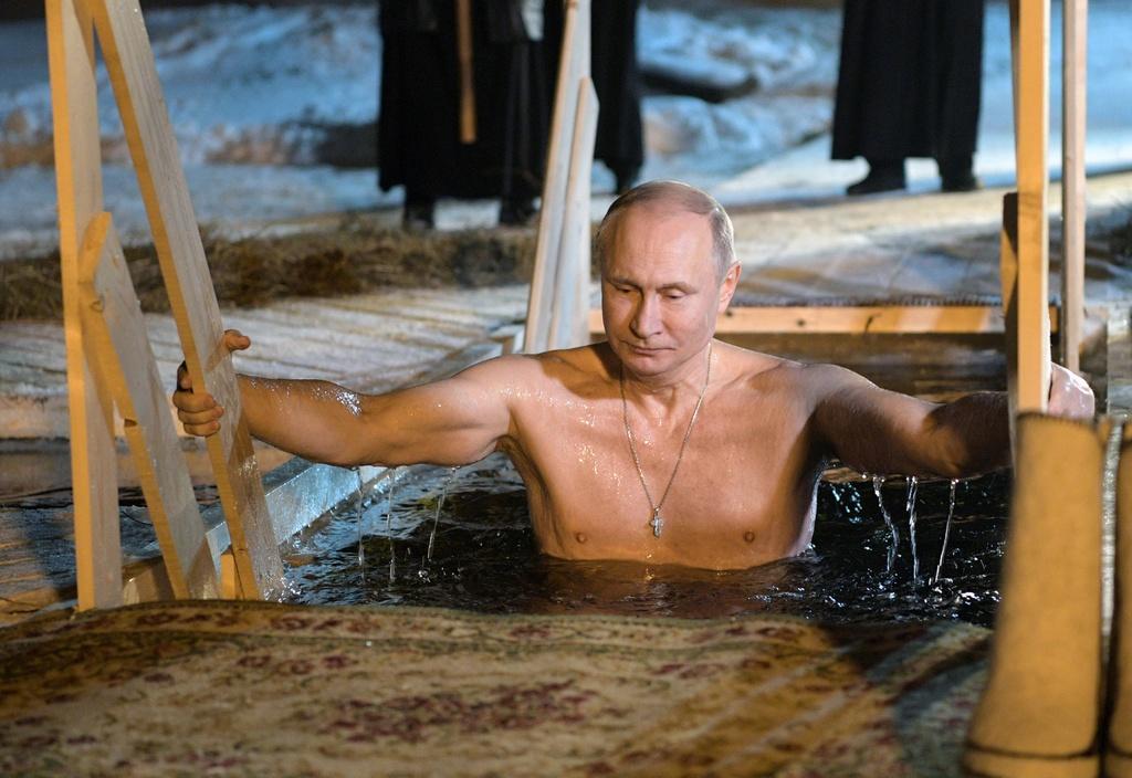 Putin tam tran, cuoi ngua vuot tuong lua vao top anh tuan hinh anh 1