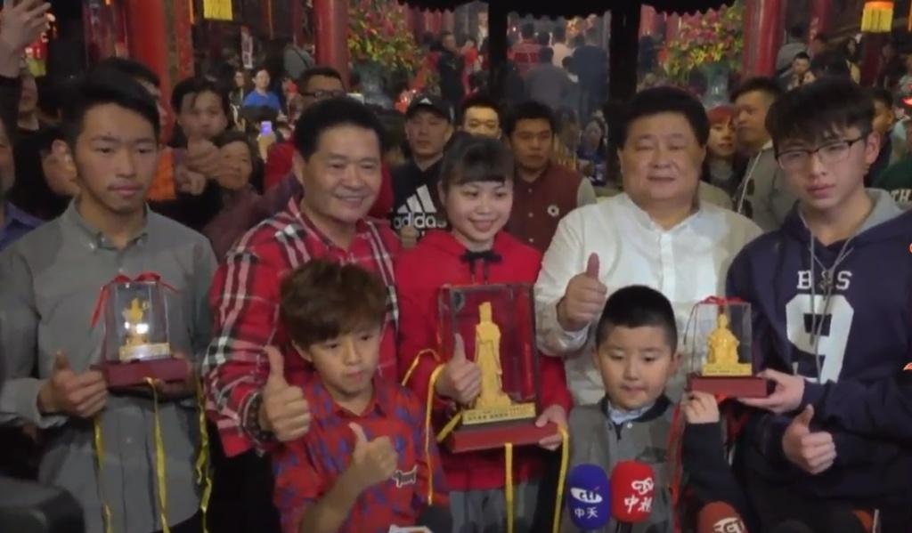 Giao thua khap the gioi: Tu gala Trung Quoc den cho Tet Hong Kong hinh anh 8
