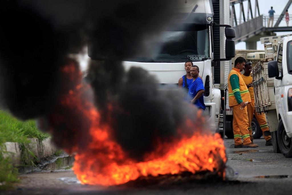 Tai xe xe tai bieu tinh lam te liet Brazil, chinh phu dieu quan hinh anh 1