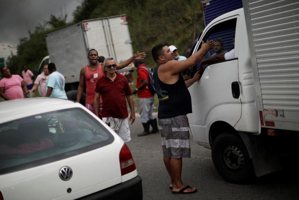 Tai xe xe tai bieu tinh lam te liet Brazil, chinh phu dieu quan hinh anh 5