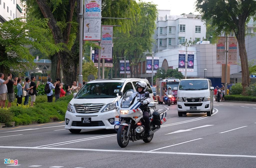 Doan xe cua Kim Jong Un vuot con duong sam uat nhat Singapore hinh anh 2