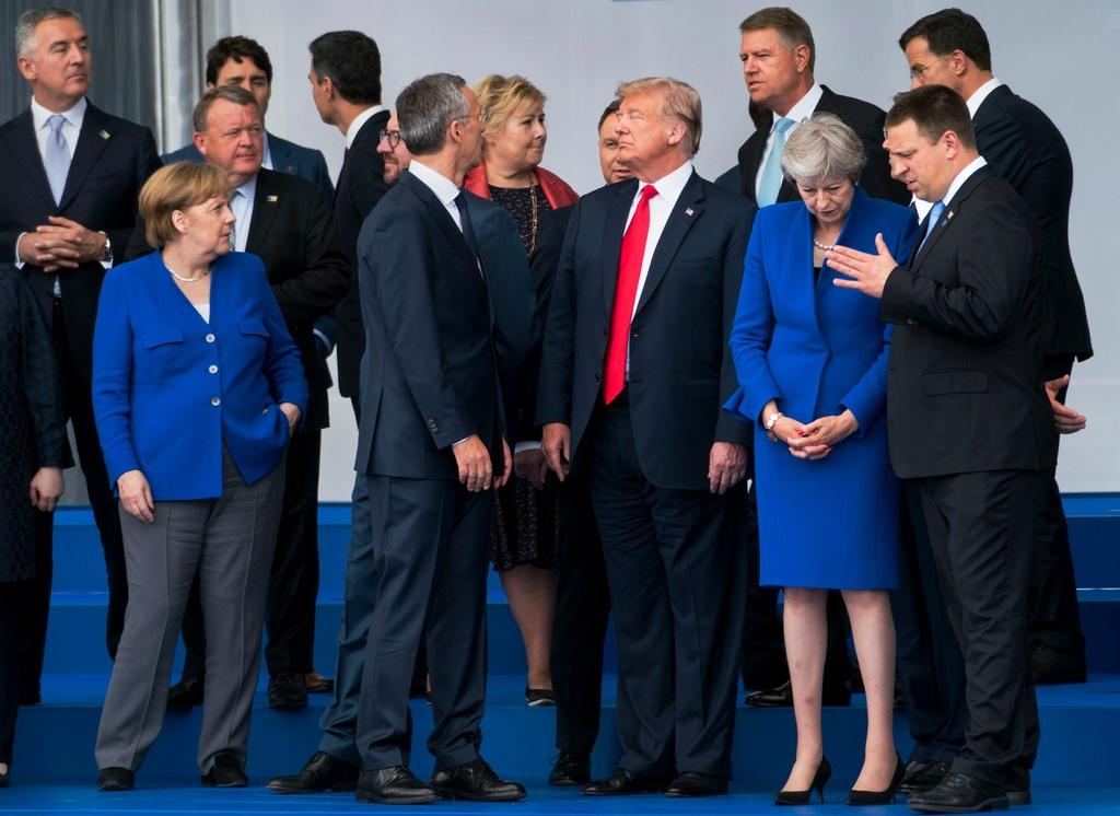 Trump bat ngo doi giong: Hoa diu voi EU, cung ran voi Nga hinh anh 2
