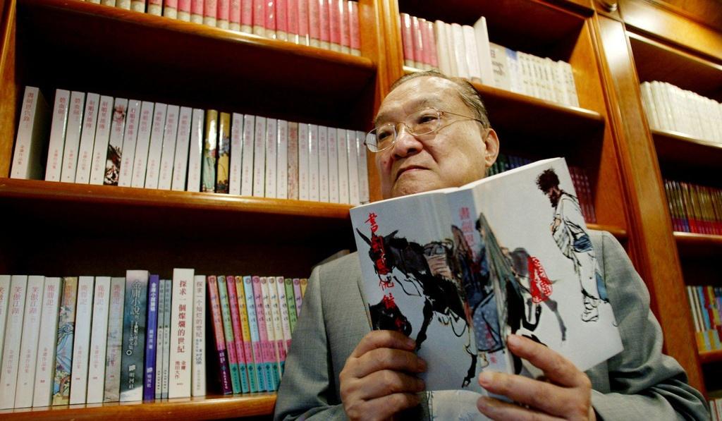 Kim Dung và cuộc đời làm báo ly kỳ không kém tiểu thuyết võ hiệp