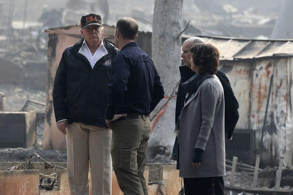 TT Trump đến 'Thiên đường' hóa tro tàn vì cháy rừng ở California