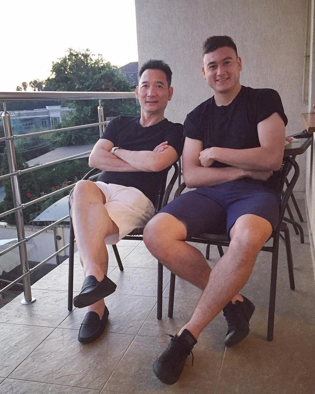 Cha thu mon Van Lam: 'Chau da danh doi 8 nam de co 90 phut chung ket' hinh anh 1