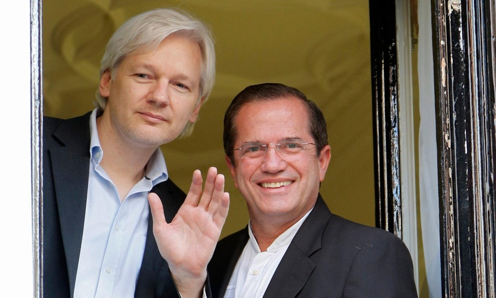 julian assange da that sung the nao anh 4