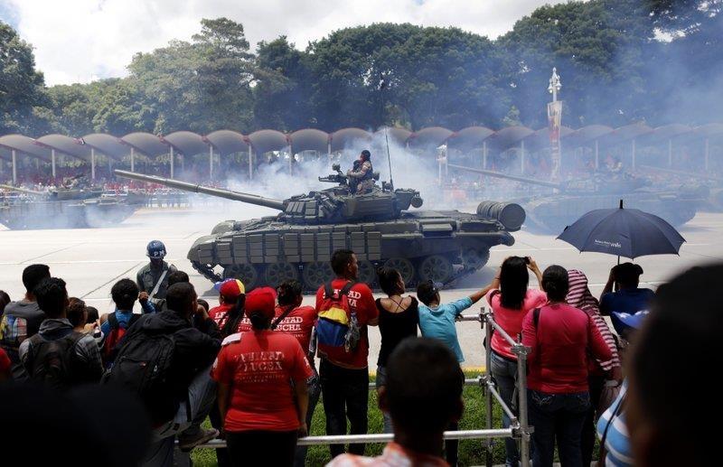 TT Maduro pho truong suc manh quan su trong le mung quoc khanh hinh anh 10