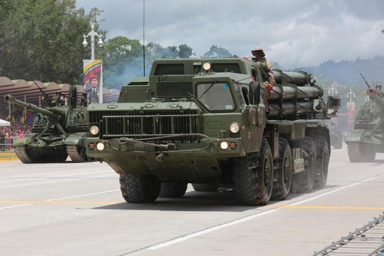 TT Maduro pho truong suc manh quan su trong le mung quoc khanh hinh anh 7