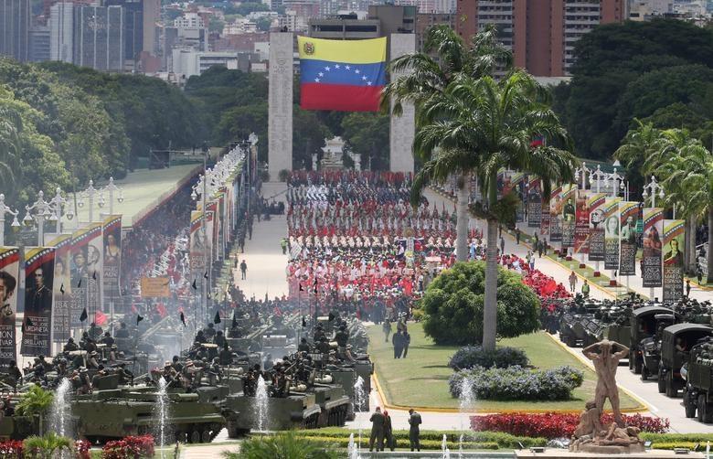 TT Maduro pho truong suc manh quan su trong le mung quoc khanh hinh anh 1