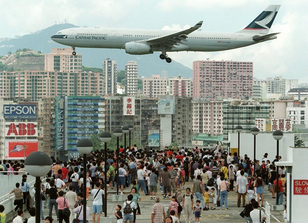 Sân bay khó hạ cánh nhất thế giới và ký ức về thời hoàng kim của HK