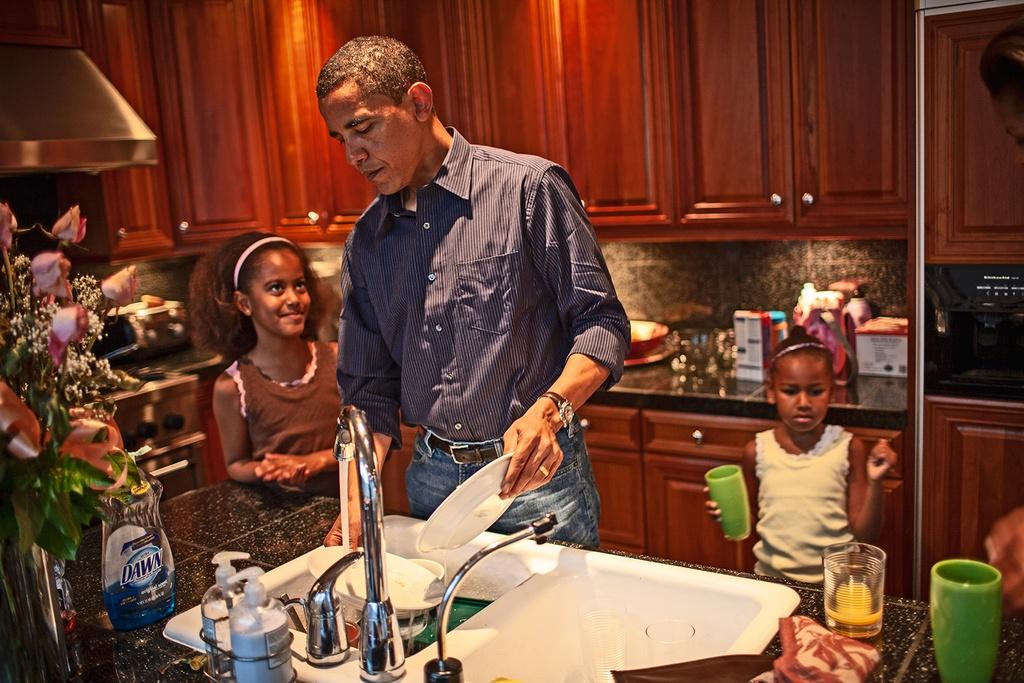 Goc sau kin cua ong Obama qua anh hau truong chua tung cong bo hinh anh 3