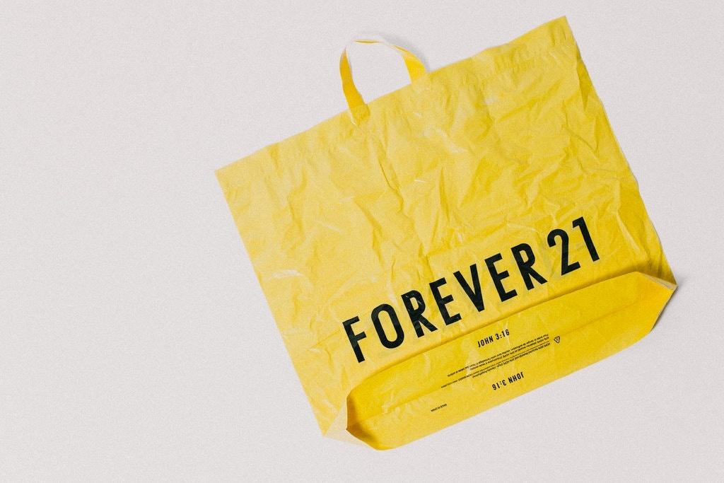 Gia dinh xay dung de che Forever 21 roi day no toi lun bai hinh anh 4
