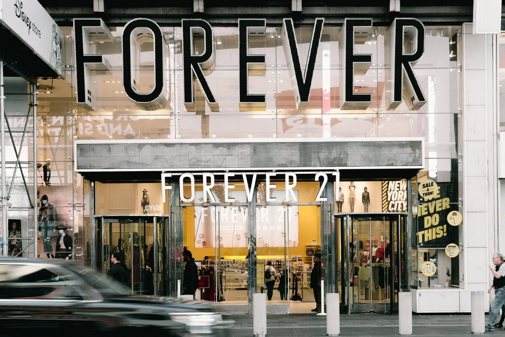 Gia dinh xay dung de che Forever 21 roi day no toi lun bai hinh anh 2
