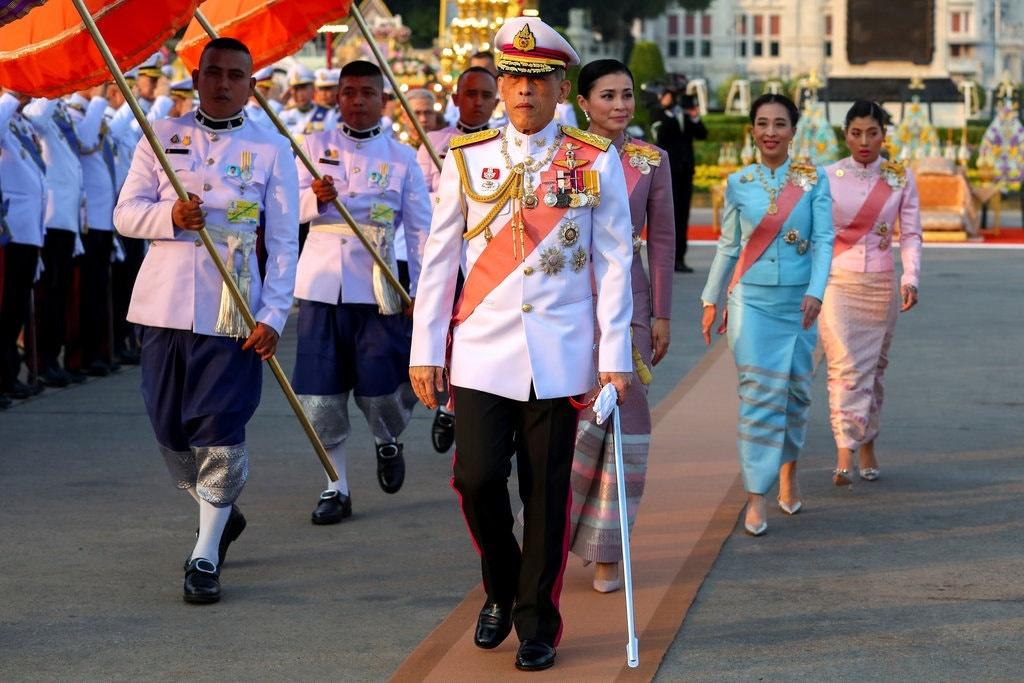 Trung phat tu quy phi toi can ve phong ngu, vua Thai to ro uy quyen hinh anh 1