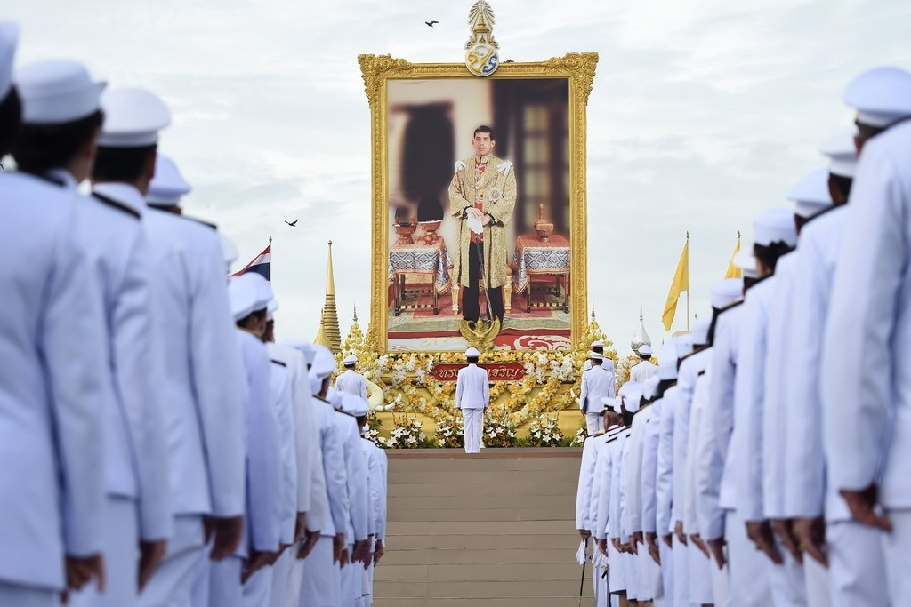Trung phat tu quy phi toi can ve phong ngu, vua Thai to ro uy quyen hinh anh 4