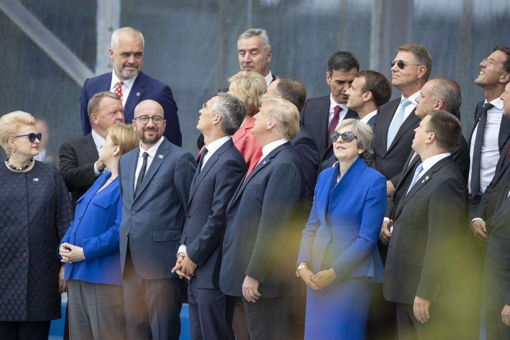 Bong den luan toi bua vay Tong thong Trump tai hoi nghi NATO hinh anh 3 996314140.jpg.0.jpg