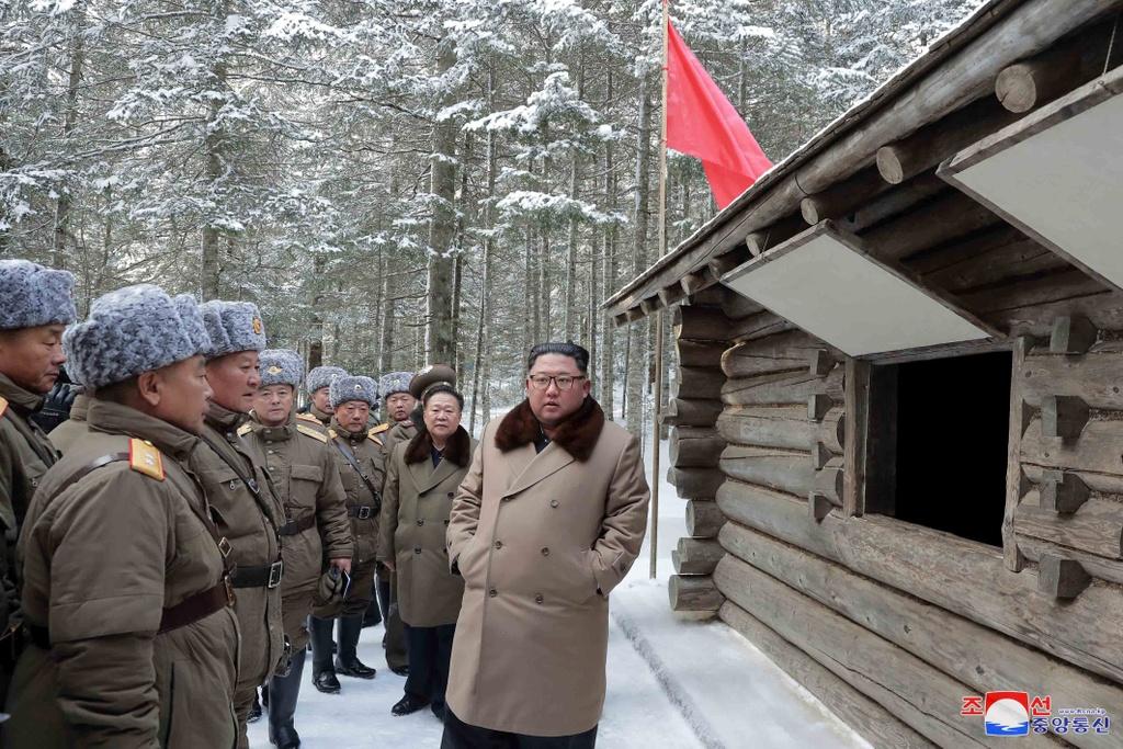 Ong Kim tham nui thieng, keu goi chong 'be lu de quoc' hinh anh 9 kju-cuoingua_(1).jpg