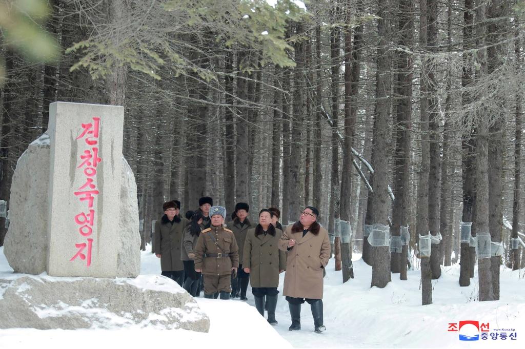 Ong Kim tham nui thieng, keu goi chong 'be lu de quoc' hinh anh 6 kju-cuoingua_(4).jpg