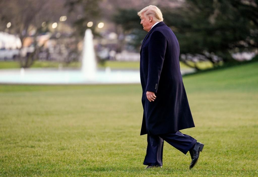 'Ngoai tuoi trong heo' - hai phien ban ong Trump trong ngay luan toi hinh anh 2 trump_(10).JPG