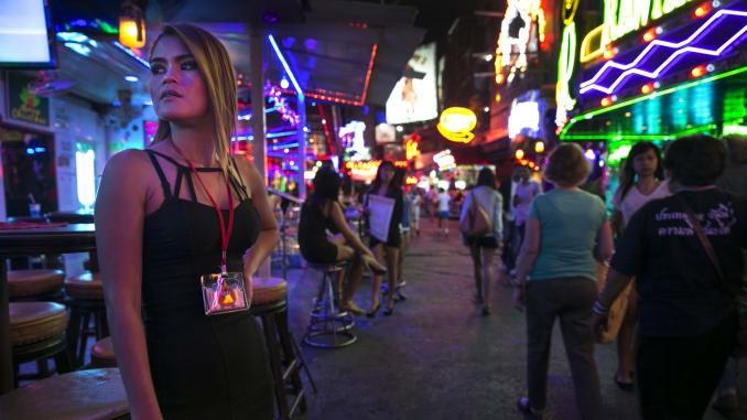 Gai ban hoa lieu minh muu sinh trong lenh gioi nghiem o Thai Lan hinh anh 2 101778431_Thai_bars.jpg