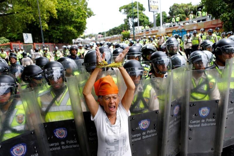 Venezuela dung hoi cay dep nguoi bieu tinh vi thieu thuc an hinh anh 3