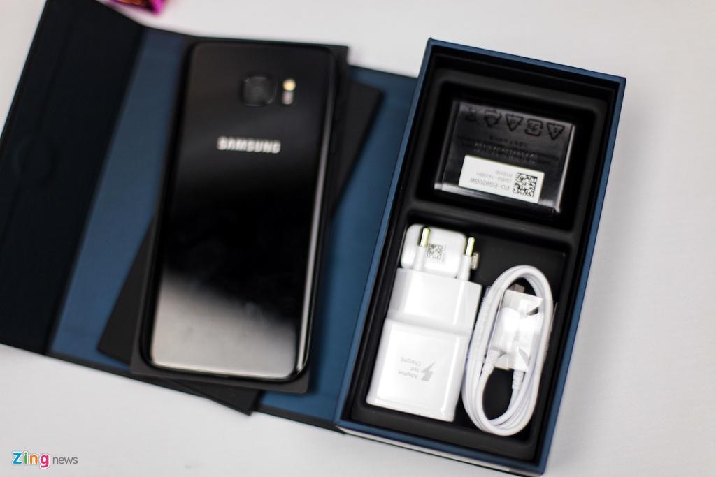 Anh Samsung Galaxy S7 edge mau den bong dau tien tai VN hinh anh 2