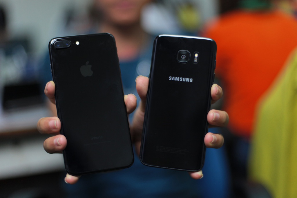 Anh Samsung Galaxy S7 edge mau den bong dau tien tai VN hinh anh 16