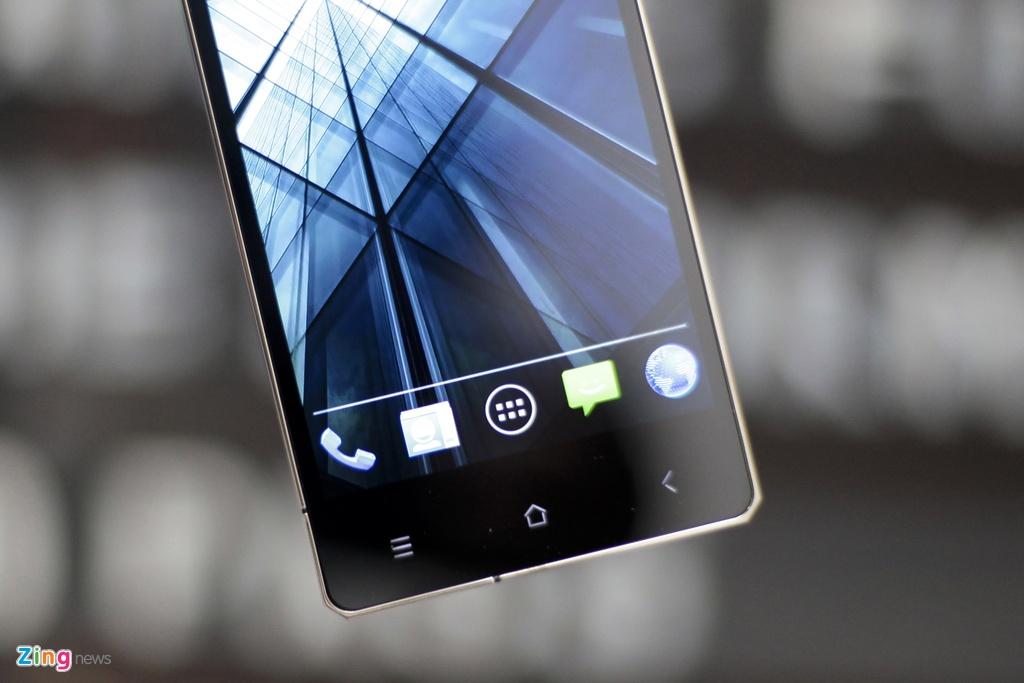 Smartphone sieu sang cua Nga ve VN gia 68 trieu dong hinh anh 13