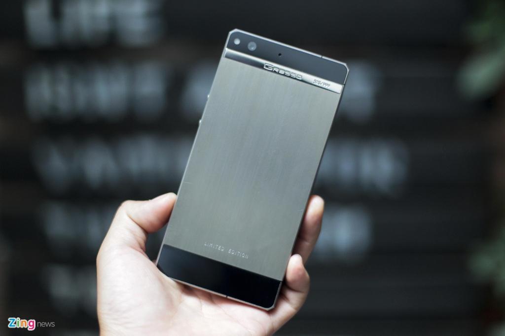 Smartphone sieu sang cua Nga ve VN gia 68 trieu dong hinh anh 5