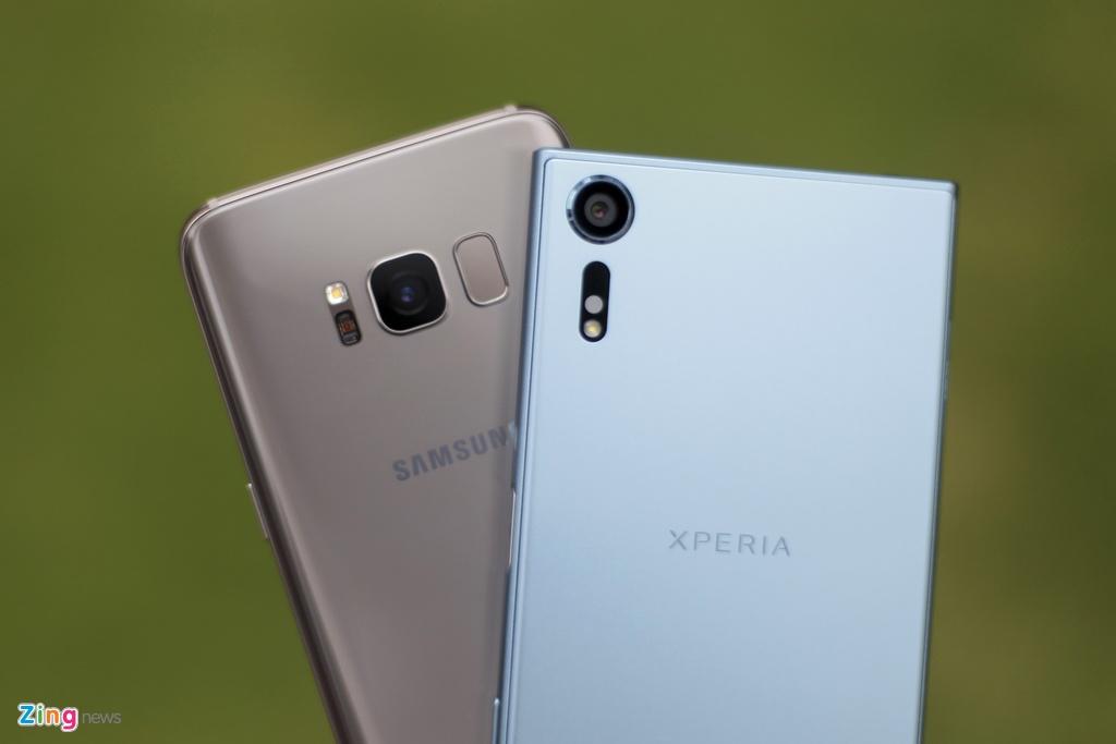So Xperia XZs voi Galaxy S8: Nguoi bao thu, ke tan thoi hinh anh 2