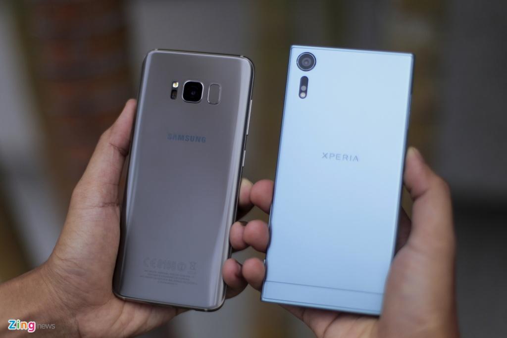 So Xperia XZs voi Galaxy S8: Nguoi bao thu, ke tan thoi hinh anh 9