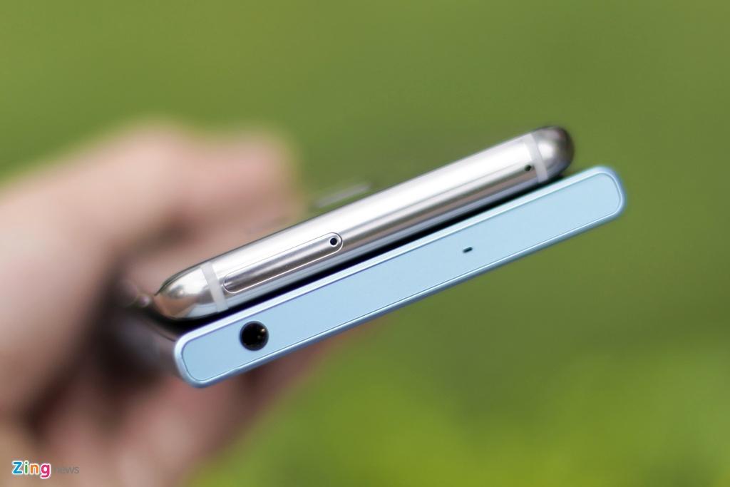 So Xperia XZs voi Galaxy S8: Nguoi bao thu, ke tan thoi hinh anh 5