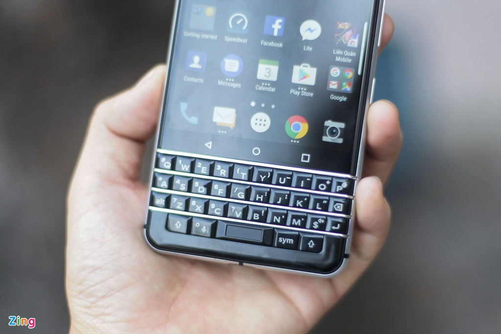 BlackBerry KeyOne anh 12