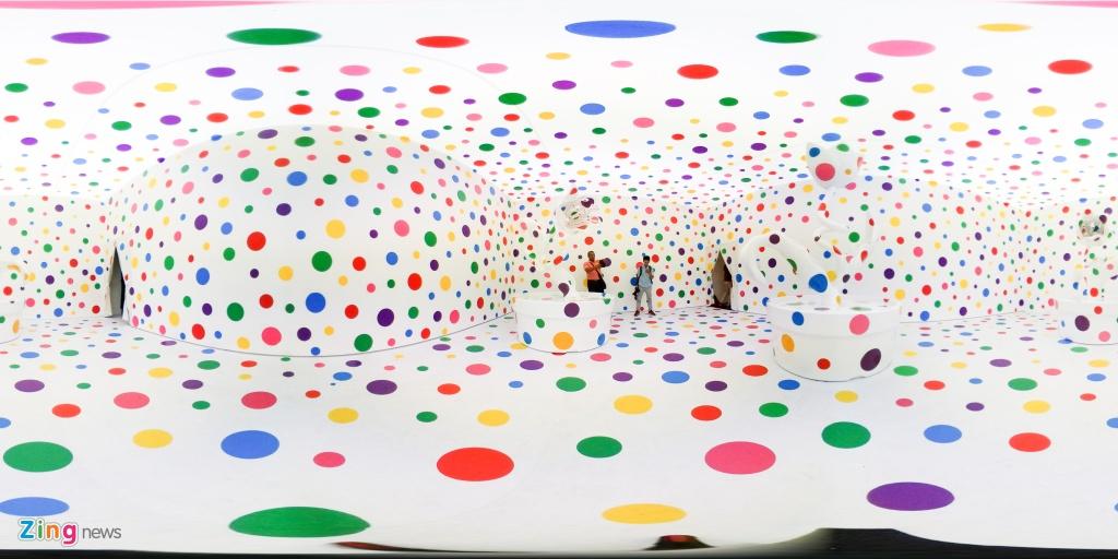 Yayoi Kusama Life Is The Heart Of A Rainbow anh 2