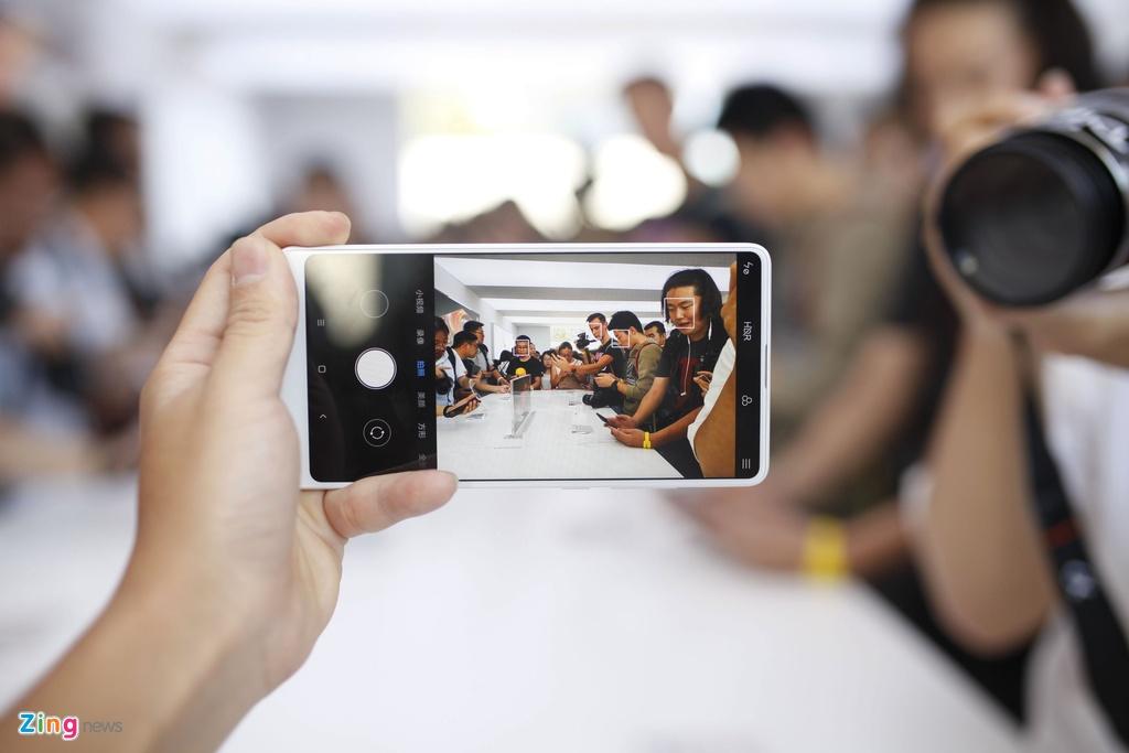 Anh Xiaomi Mi Mix 2: Thiet ke khong vien, hoan thien cao hinh anh 10