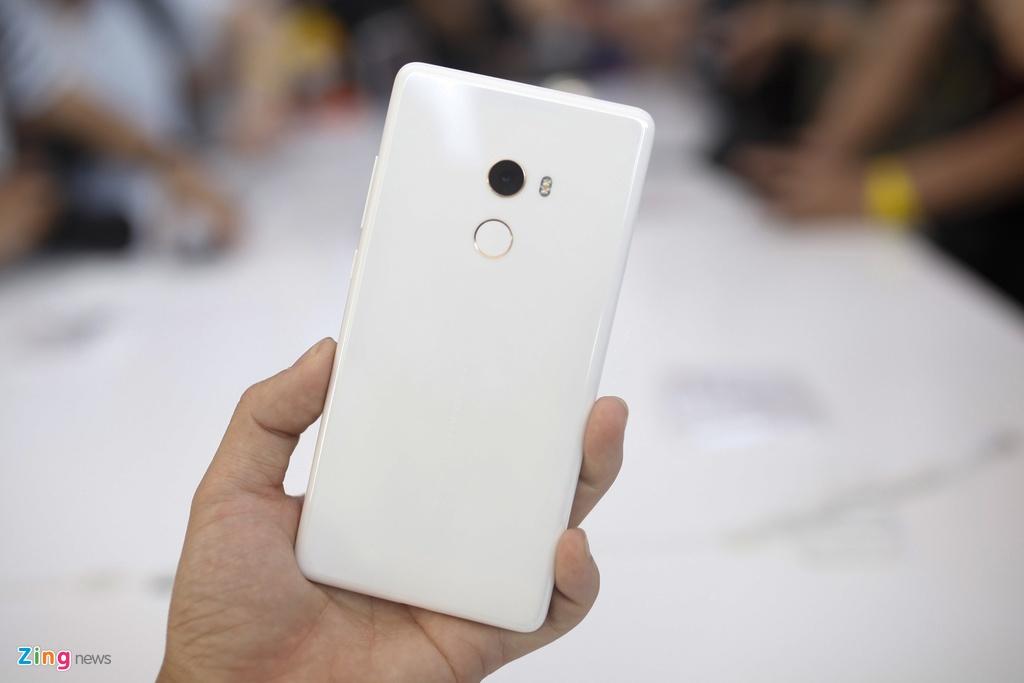 Anh Xiaomi Mi Mix 2: Thiet ke khong vien, hoan thien cao hinh anh 2