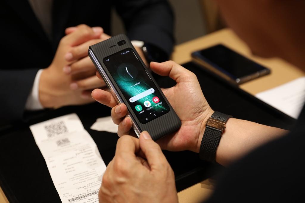 Galaxy Fold smartphone man hinh gap cao cap anh 1