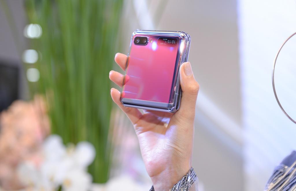 Galaxy Z Flip vua ra mat da len san dien thoi trang tai Viet Nam hinh anh 5 4.1.jpg